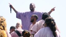 La última locura de Kanye West: oficia misa los domingos