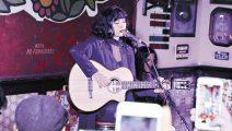 Mon Laferte realizó sorpresivo show en un bar