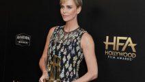 Charlize Theron es premiada por su aporte al cine